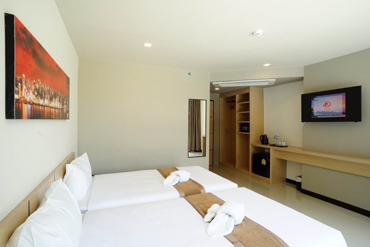 Beston Hotel Pattaya Pool Superior Room 2